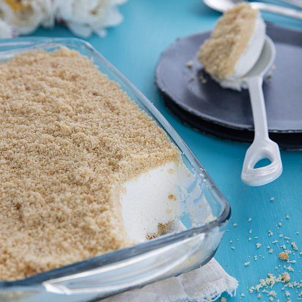 עוגת גבינה עם פירורים של שף־פטיסרי עופר גל. צילום וסטיילינג: טל סיון־צפורין