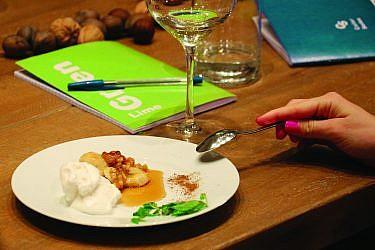 בננות מקורמלות עם אגוזי מלך של שרה גלב. צילום : שובל ויז'ניצר