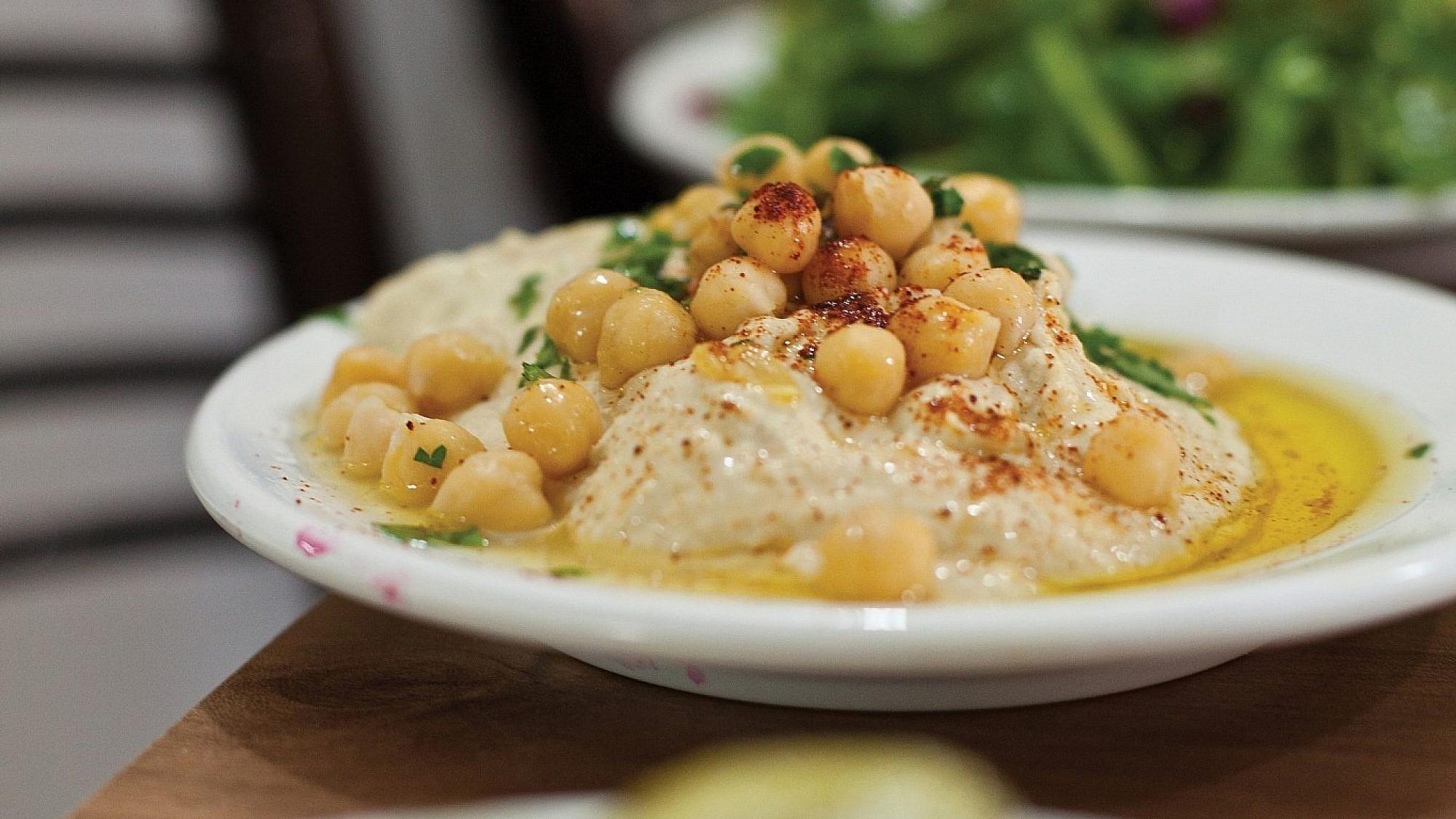 חומוס במסעדת שראביכ. צילום: דניאל לילה