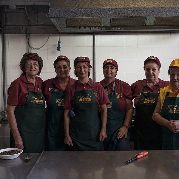 נשות הסגרה של הבשר בפסטיבל הסגרה באיטליה. צילום: ג'אדה פא'ולוני