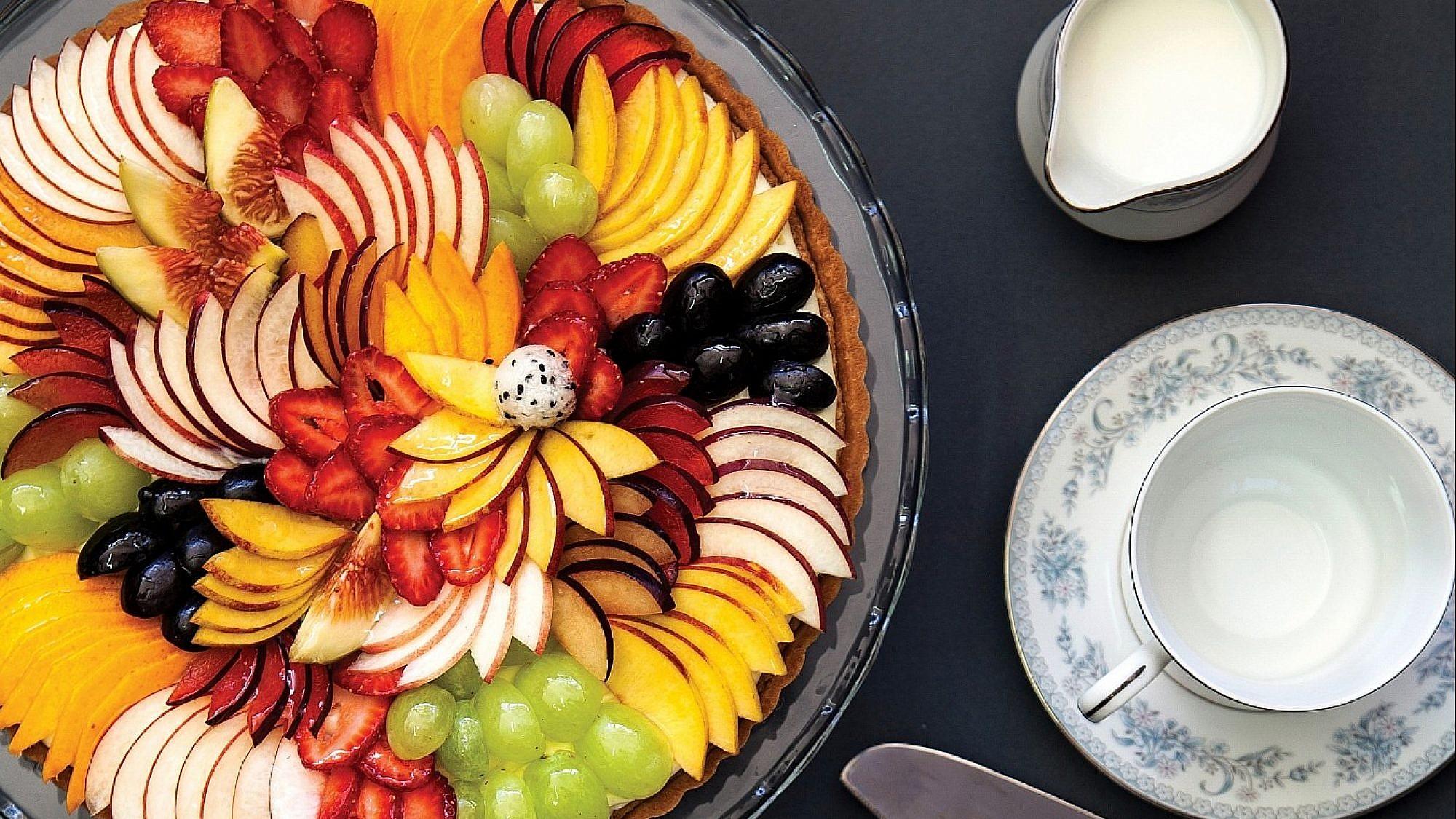 """פאי פירות חגיגי מתוך """"ספר המתכונים של מתוקה"""" של מירי ארזי. צילום: שרית גופן"""