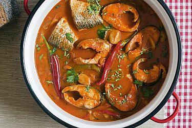 חריימה דגים עם שלושה סוגי פלפלים של שף אמיר מרקוביץ'. צילום: דניאל לילה. סטיילינג: קרן ברק