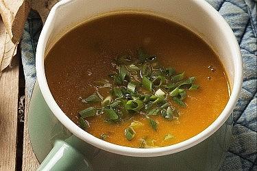מרק שורשים עם תפוז של לילית רומם. צילום: אפיק גבאי