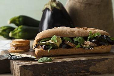סביח איטלקי של שף מורן לידור. צילום: אפיק גבאי. סטיילינג: קרן ברק