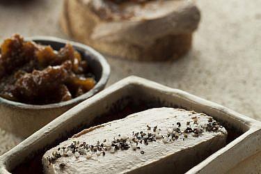 פטה כבד עם ריבת תאנים של יואב שוורד. צילום: אפיק גבאי