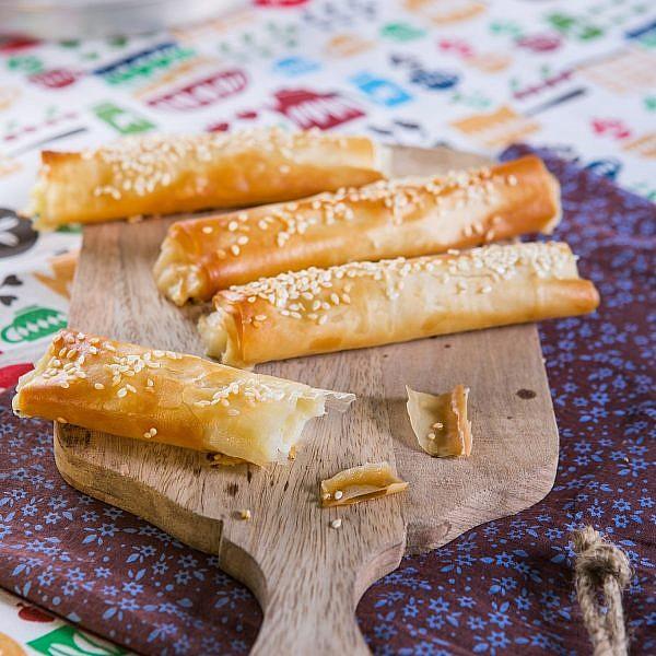 בורקס תפוחי אדמה ופטריות של שף־קונדיטור תומר כבירי. צילום: שירן כרמל. סטיילינג: שרון בן אהרון