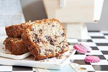 עוגה בחושה של קוקוס ושוקולד צ'יפס של קונדיטורית סאני דרעי. צילום: דן לב. סטיילינג: דלית רוסו