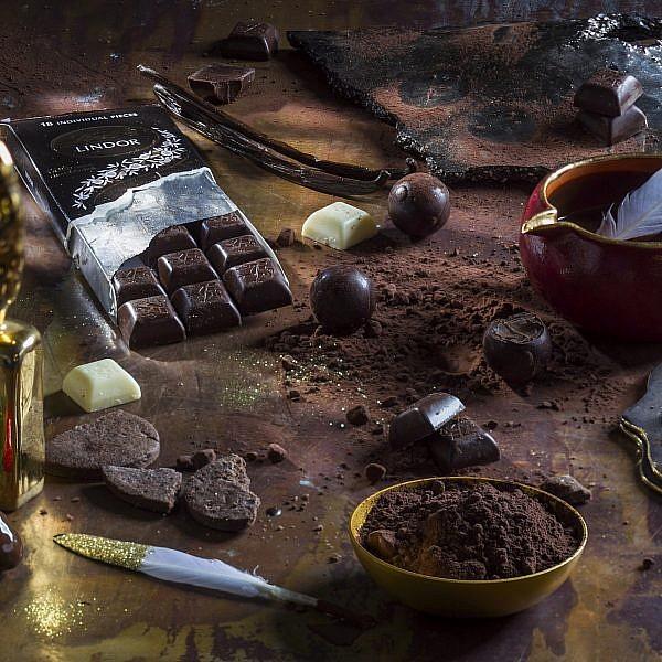 טראפלס שוקולד ויין של הקונדיטורית נטע דביר. צילום: אנטולי מיכאלו. סטיילינג: קרן ברק