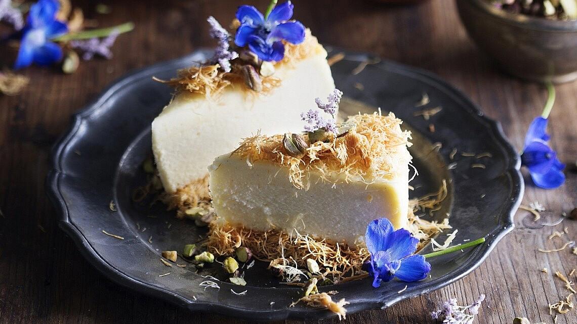 עוגת גבינה עם קדאיף של גלי פרידמן. צילום: דניאל לילה. סטיילינג: אוריה גבע
