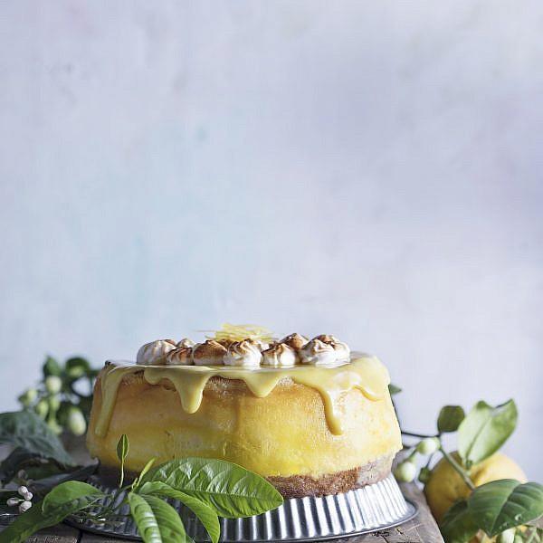 עוגת גבינה עם קרם לימון של גלי פרידמן. צילום: דניאל לילה. סטיילינג: אוריה גבע