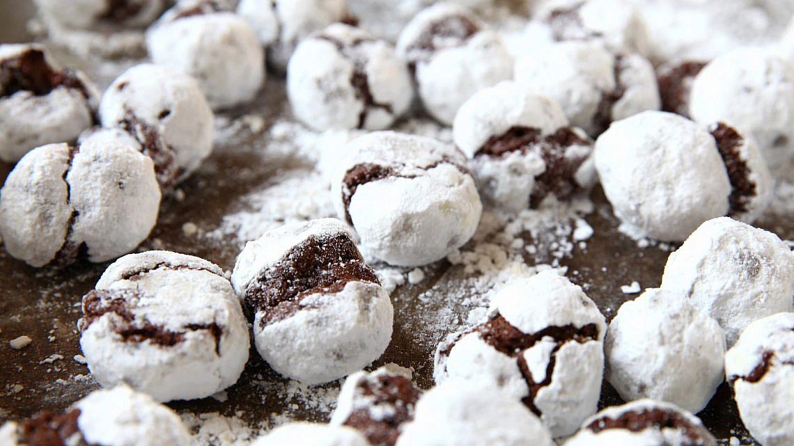 עוגיות שוקולד מושלג של אבה הנסן. צילום וסטיילינג: לירון אלמוג