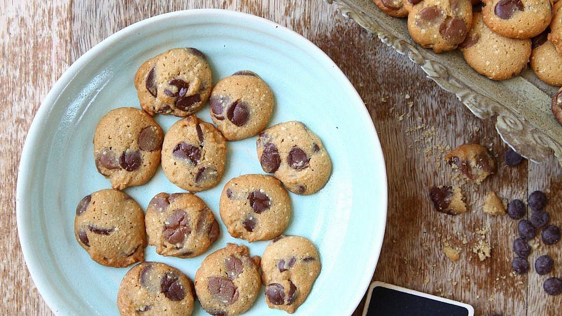 עוגיות שוקולד-צ'יפס של אבה הנסן. צילום וסטיילינג: לירון אלמוג