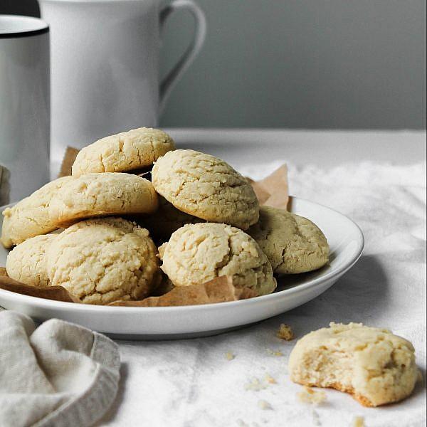 עוגיות טחינה נימוחות. צילום: shutterstock