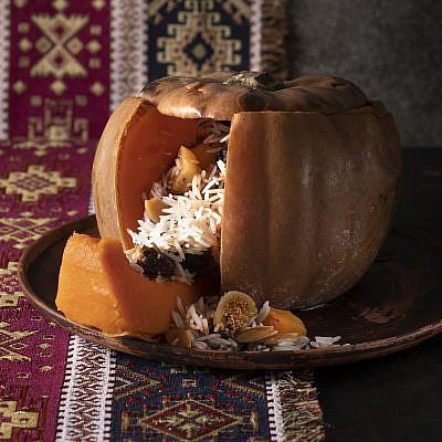 ראפאמה- דלעת ממולאת באורז ופירות יבשים של נוף עתאמנה אסמעיל. צילום: דניאל לילה