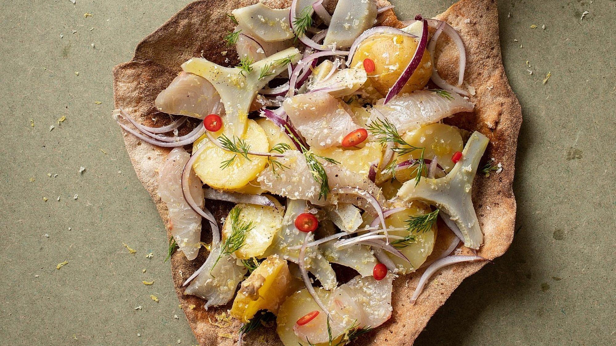 סלט תפוחי אדמה עם ארטישוק ודג כבוש של רינת צדוק. צילום: חיים יוסף