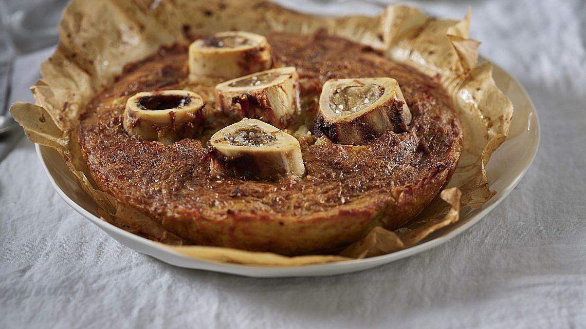 עוגת תפוחי אדמה ומח עצם של שף אבי ביטון. צילום: אנטולי מיכאלו. סטיילינג: דלית רוסו