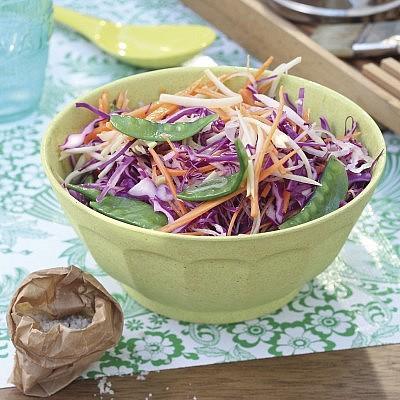 סלט קולסלואו מפפאיה ירוקה של שף עומר מילר. צילום: דן פרץ. סטיילינג: רותם ניר
