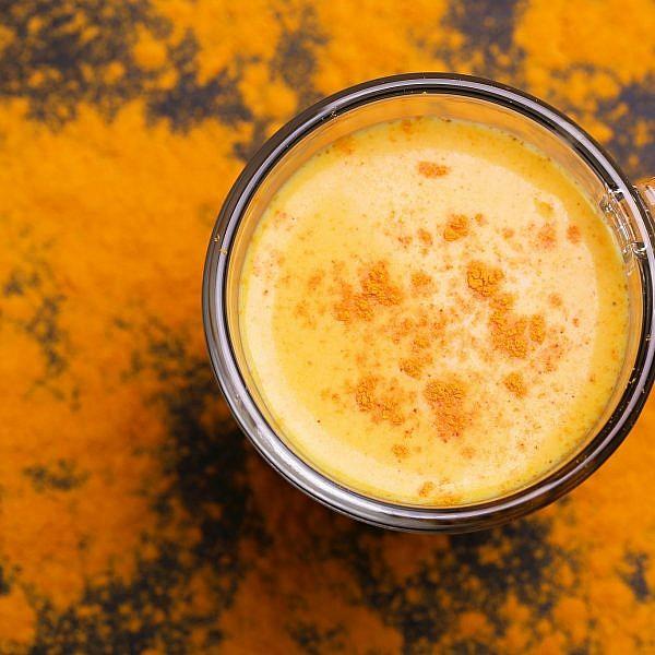 קפה עם כורכום. צילום: shutterstock
