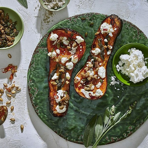רוסט של דלורית עם בולגרית, פירורי לחם ומרווה. צילום: אנטולי מיכאלו. סטיילינג: תמי סגל