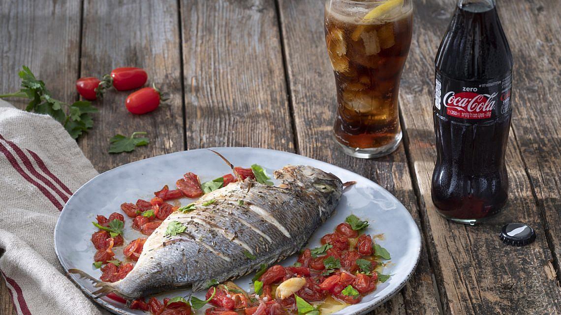 דג במים משוגעים (פסקו די אקווה פאצה) של שף מסימיליאנו די מטאו. צילום: אנטולי מיכאלו. סטיילינג: דלית רוסו