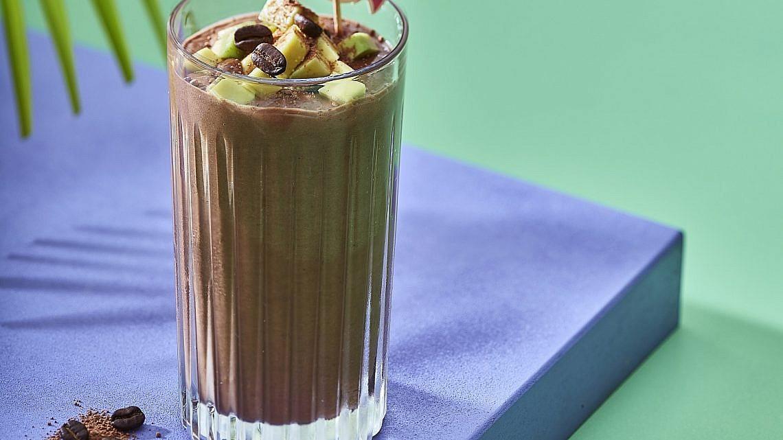 שייק שוקולדי של מירב הלפרין. צילום: אנטולי מיכאלו. סטיילינג: דלית רוסו