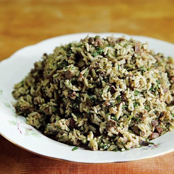 באחש — אורז בוכרי עם קורקבנים וכבד. צילום עמית שעל