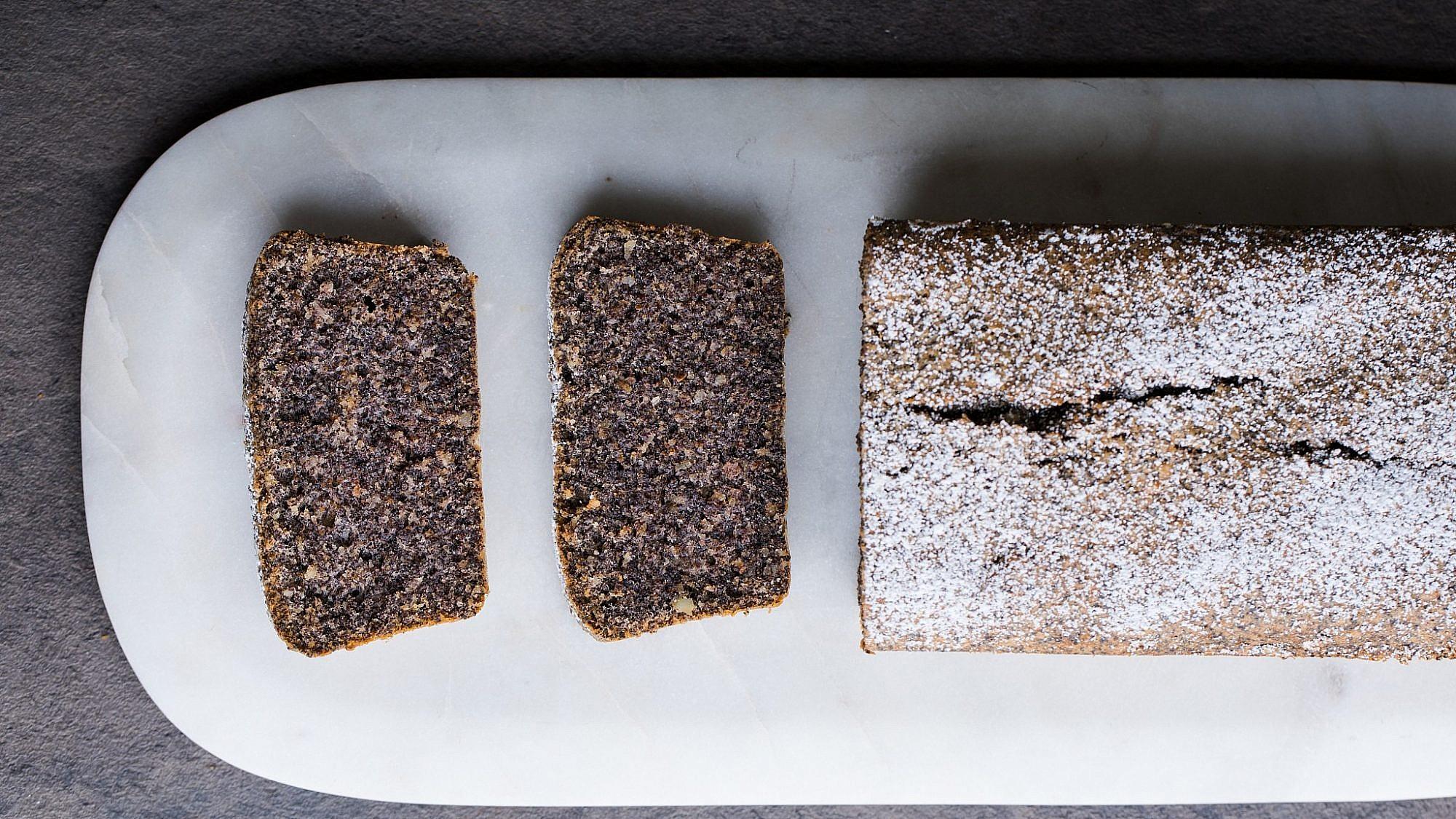 עוגת פרג ואגסים של מיקי שמו. צילום: shutterstock