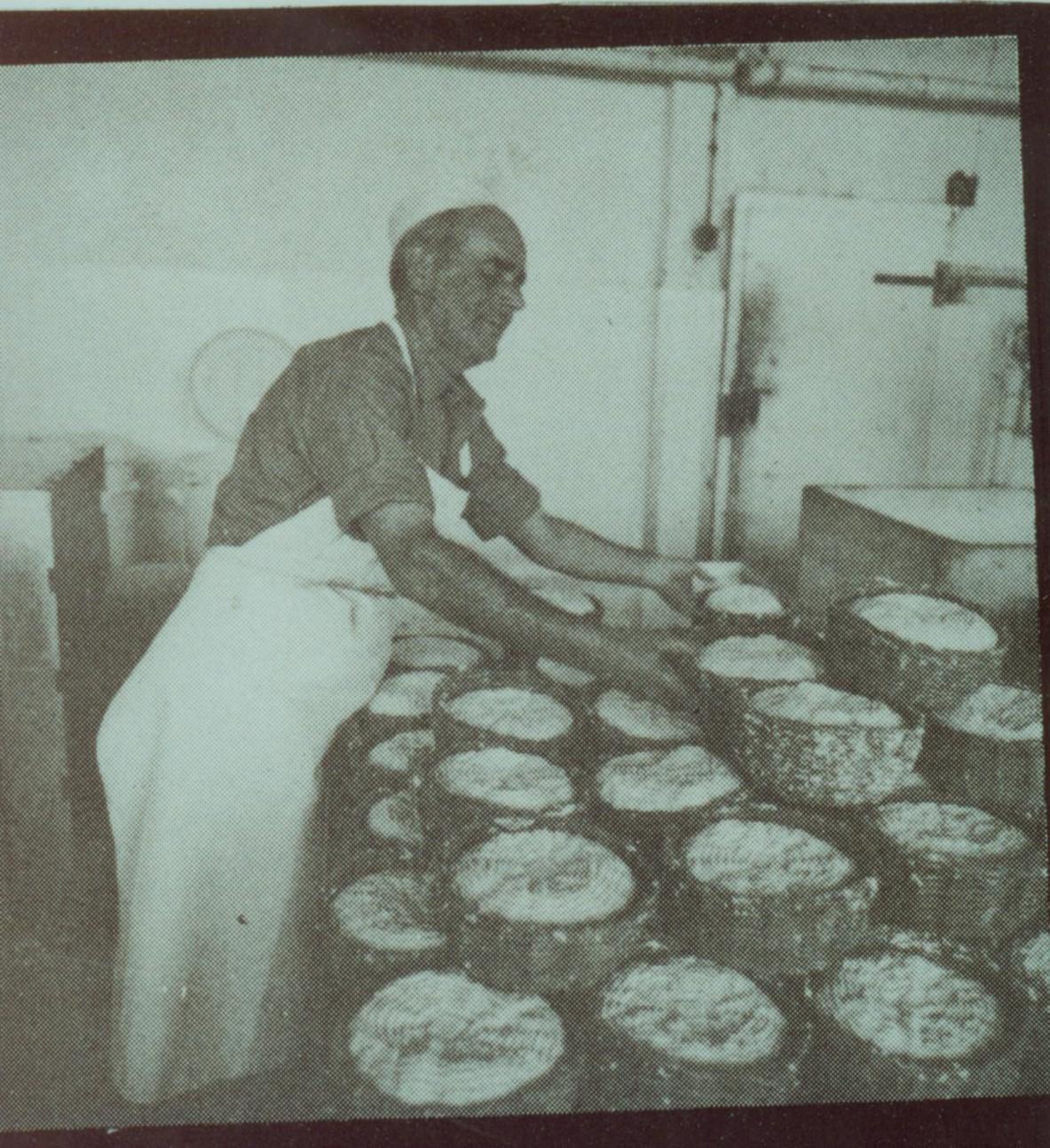 להנגיש מחדש גבינות איכותיות מחלבת שטראוס בשנות ה-30 . צילום: ארכיון שטראוס