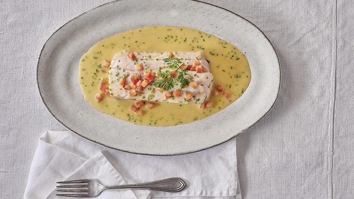 דג ברוטב דוגלרה Sauce Dugléré של שף חגי לרנר. צילום: אנטולי מיכאלו. סטיילינג: דיאנה לינדר
