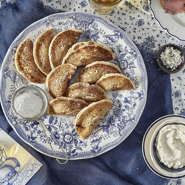 פנקייק - קטאייף ממולאים בגאודה ואגוזים של שף אסף שטרן. צילום: אנטולי מיכאלו. סטיילינג: ענת לבל
