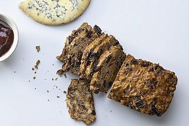 לחם כוח ותום עיזים של מיכל בוטון. צילום: רונן מנגן. סטיילינג: עמית פרבר