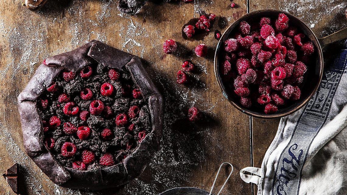 גאלט פאדג' שוקולד ופטל של אורלי חרמש. צילום: אפיק גבאי. סטיילינג: אוריה גבע