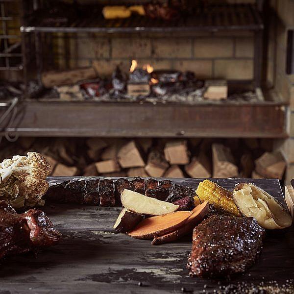 מתוק יותר מהקינוחים בשר מעושן במשפחת שכטר. צילום: אפיק גבאי