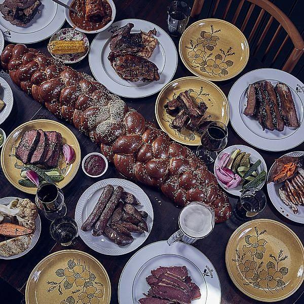 המון בשר, אבל בינוני משפחת שכטר. צילום: אפיק גבאי