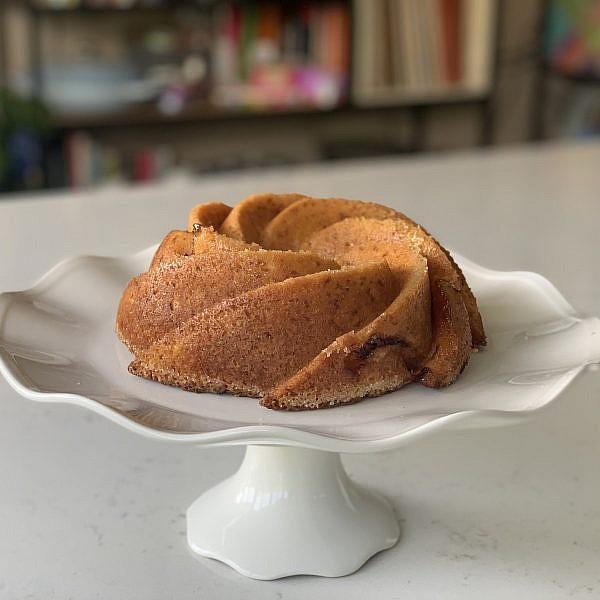 עוגת משמש – אפשר גם בתבנית קוגלהוף. צילום: ליאור משיח