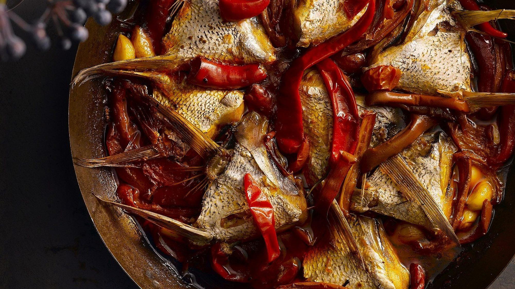 דג מרוקאי עם כנפיים של שף יחיאל זינו. צילום: רונן מנגן. סטיילינג: דלית רוסו