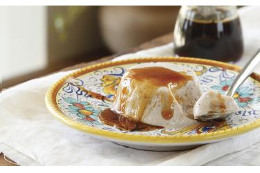 ריקוטה עם צנוברים ברוטב דבש מבושם של מירי גולדנפלד. צילום וסטיילינג: דניה ויינר