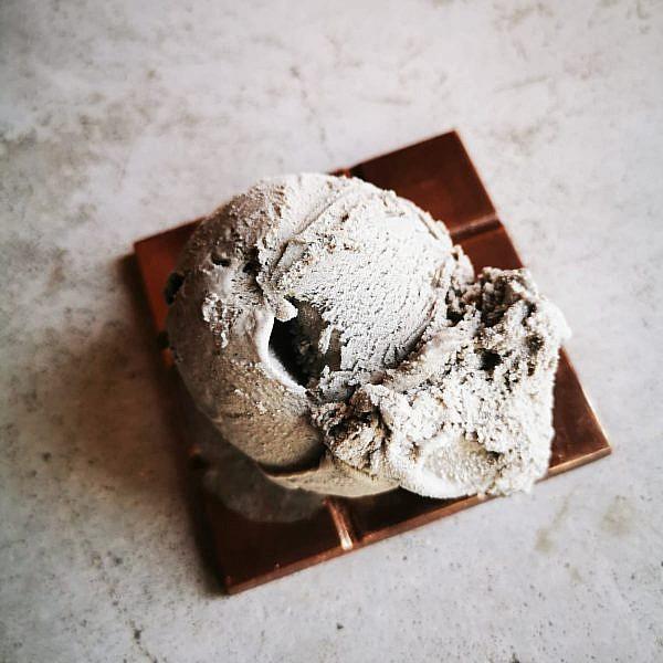 לא רק שוקולד גלידת שומשום שחור מקורמל ב-IKA. צילום: איקה כהן