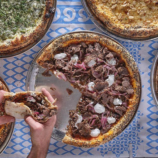 יאסו! פיצות יווניות בגרקו. צילום: אנטולי מיכאלו