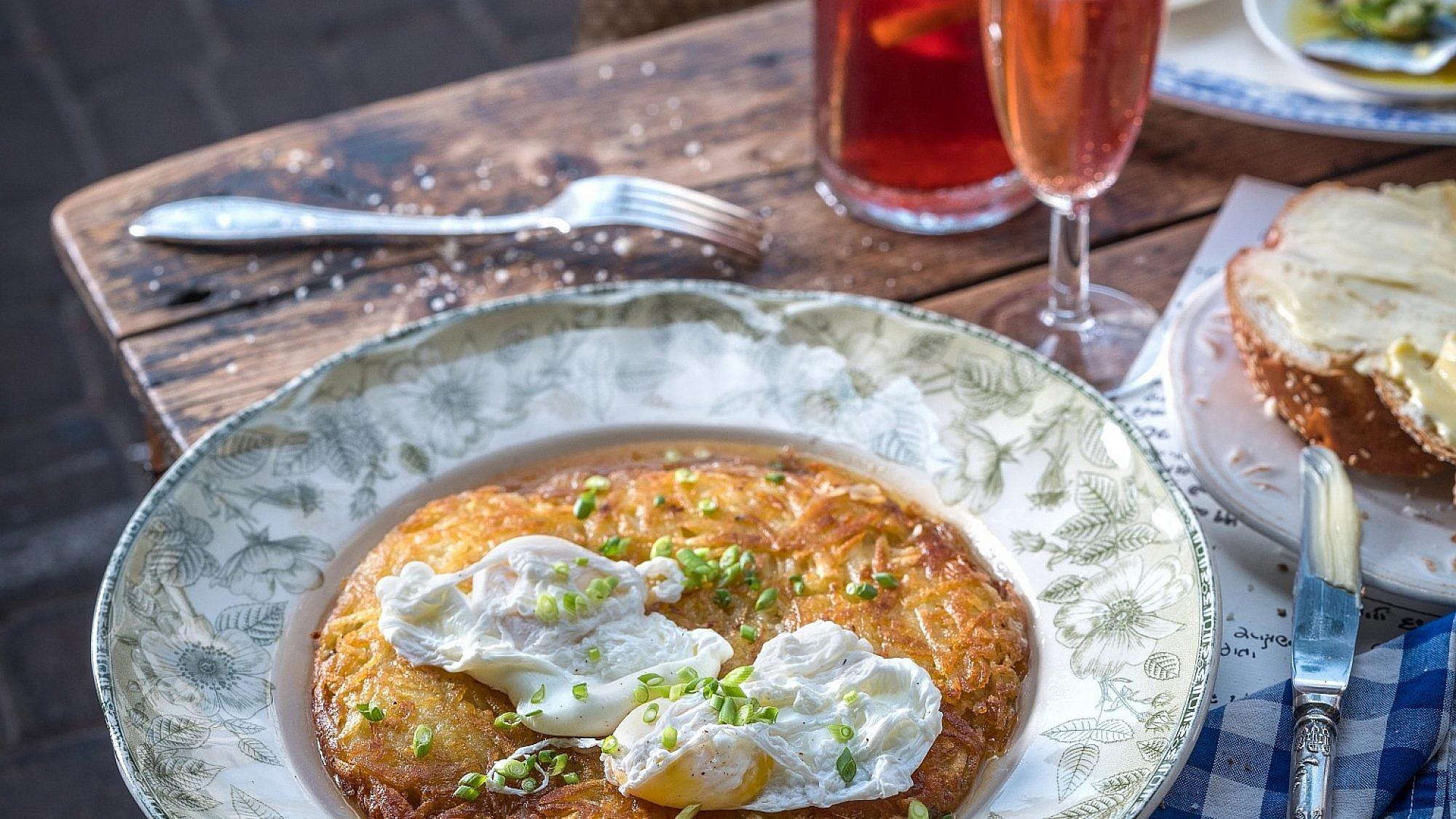 רושטי ביצה עלומה של שף איילון עמיר. צילום: אנטולי מיכאלו