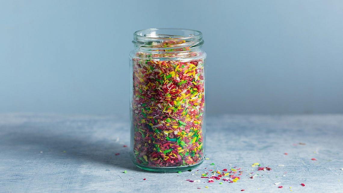 סוכריות קוקוס צבעוניות של רינת צדוק. צילום: שני בריל