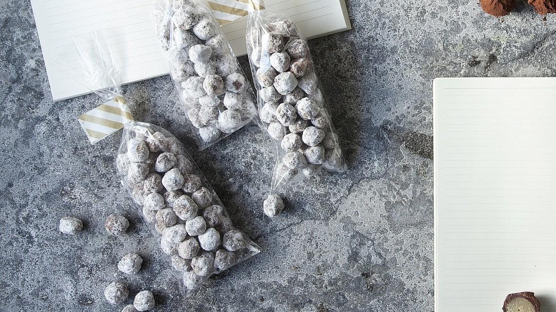 בונבונים של אגוזי לוז של רות אוליבר צילום: דניאל לילה | סגנון: עמית פרבר