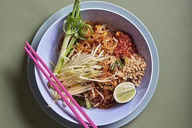 פאד תאי של התאילנדית בהר סיני. צילום: אנטולי מיכאלו. סטיילינג: דינה אוסטרובסקי וירדן יעקובי