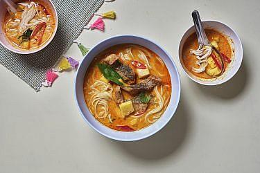 קאנום ג'ין גאנג לואנג פלא - קארי צהוב עם אננס ודג של התאילנדית בהר סיני. צילום: אנטולי מיכאלו. סטיילינג: דינה אוסטרובסקי וירדן יעקובי