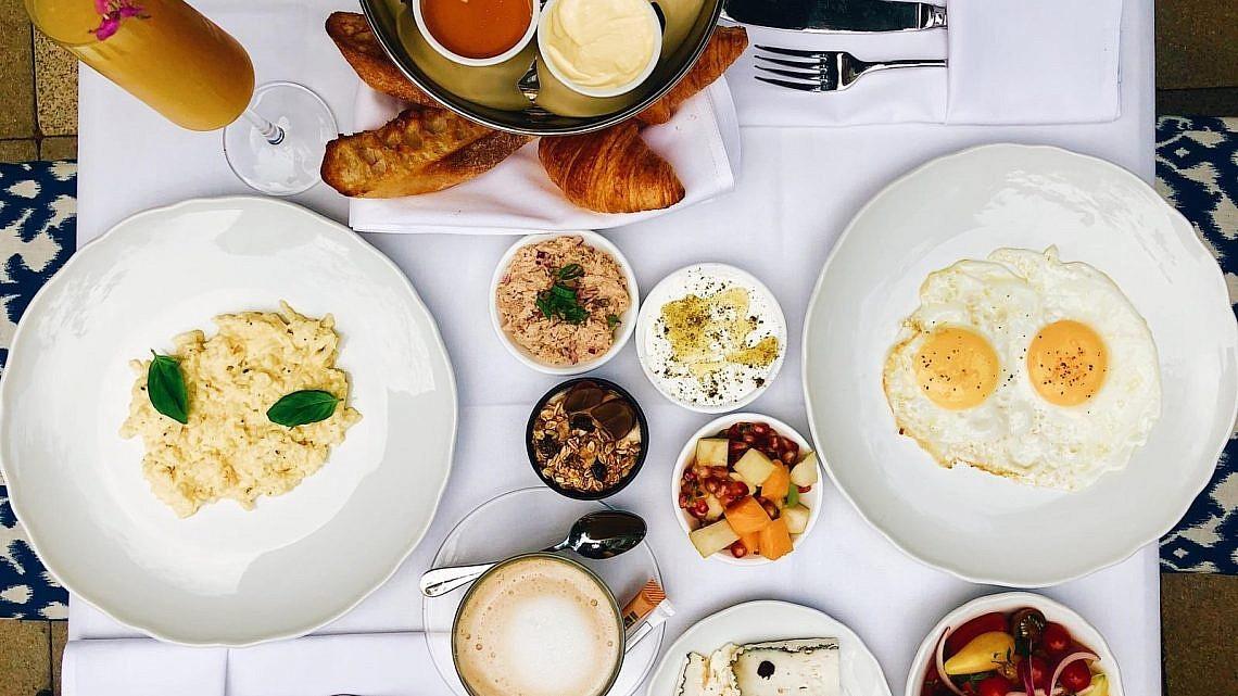 ארוחת בוקר במסעדת מלון עלמא. צילום: שקד בוארון