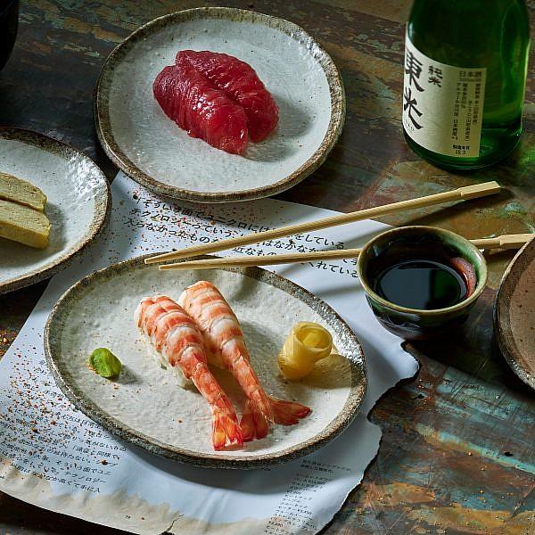 שילוב יפני ומקומי סושי במנטנטן. צילום: אנטולי מיכאלו
