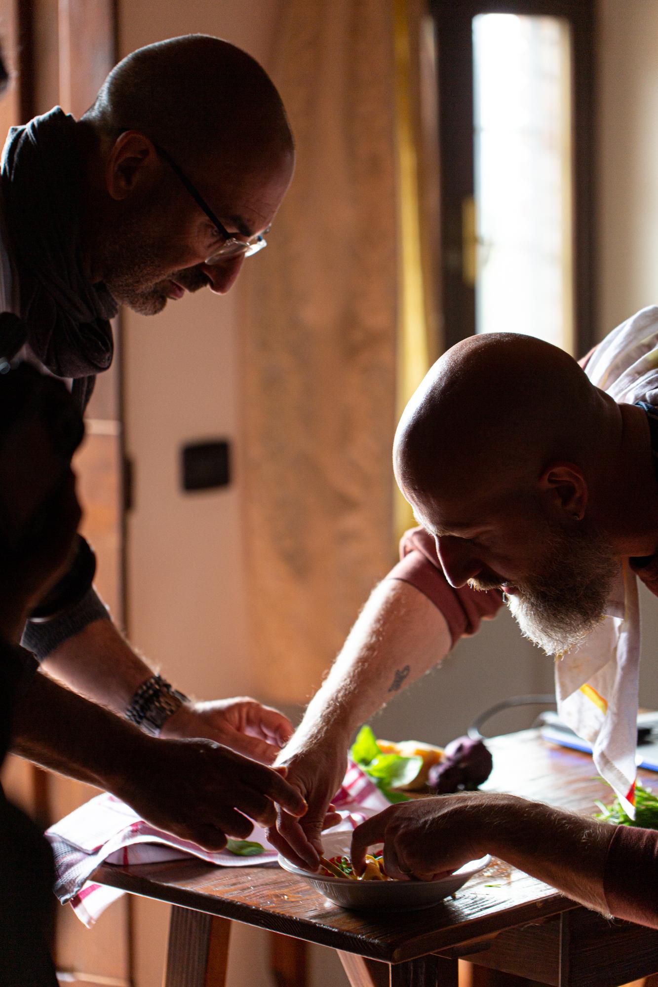 לומדים צילום מזון, קומפוזיציה, תאורה וסטיילינג. סיורי אוכל וצילום בטוסקנה. צילום: שלי אבידור