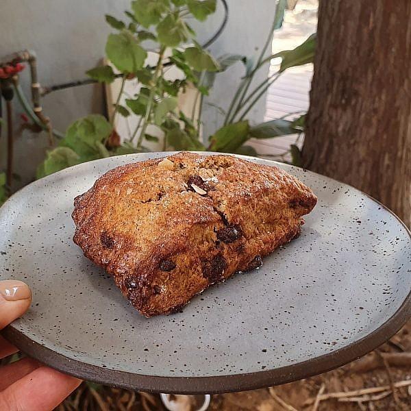 מושלמים סקונס אספרסו ושוקולד בלחם טנא. צילום: מרב סריג