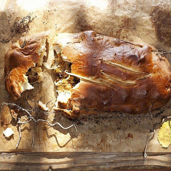 אמפנדה גליסיאנה עם פטריות של שף ארז קומרובסקי. צילום: דניאל לילה. סטיילינג : אוריה גבע