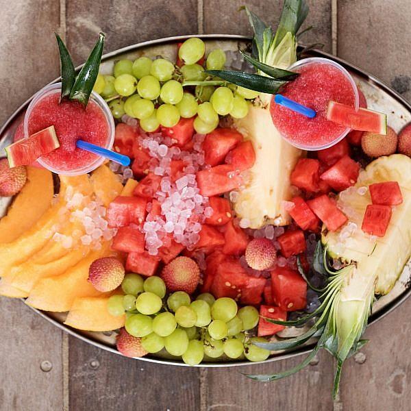 מגש פירות עם שייק אבטיח של שון בן דור (